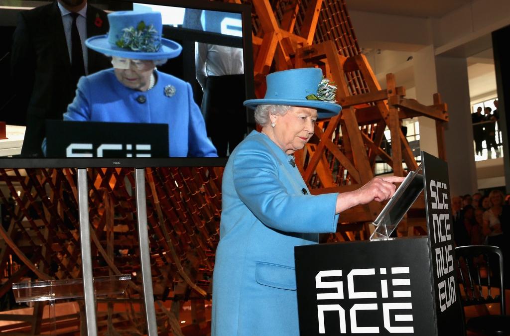 Bienvenida a Twitter, Isabel II de Inglaterra #TheQueenTweets