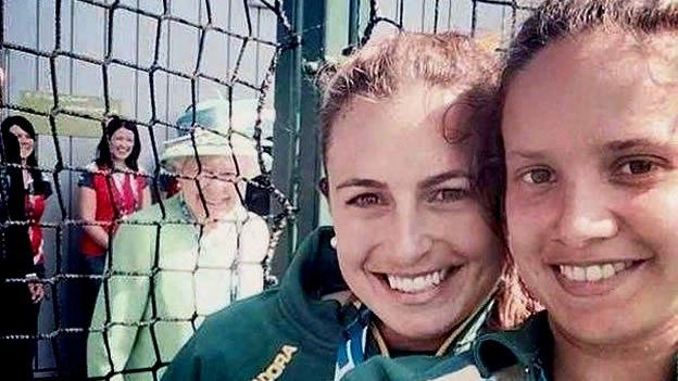 Selfie Reina Isabel II