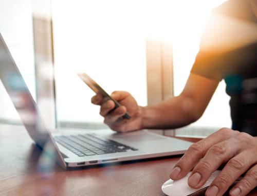 Los españoles pasan un tercio de sus vidas conectados a Internet